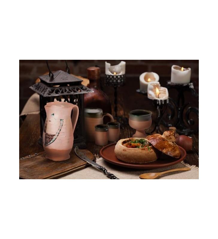 Pichet médiéval en terre cuite artisanale, Armoiries