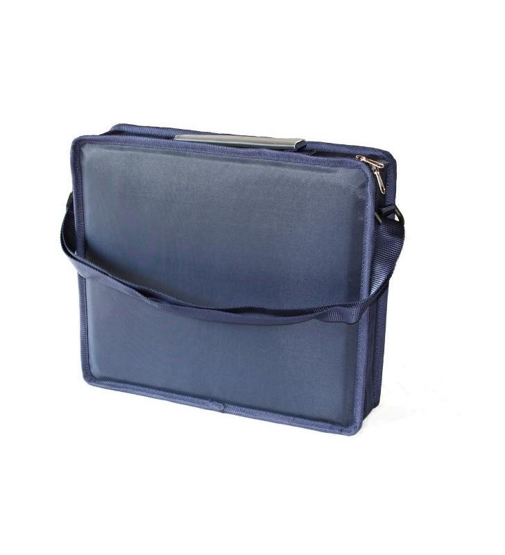 Set degustazione iso, 1 valigia, 4 Calici ISO, 1 cavatappi. Valigetta chiusa in piedi.