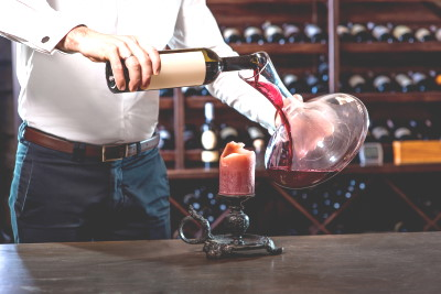 How is wine decanted? The decanter, the balloon and the centellino